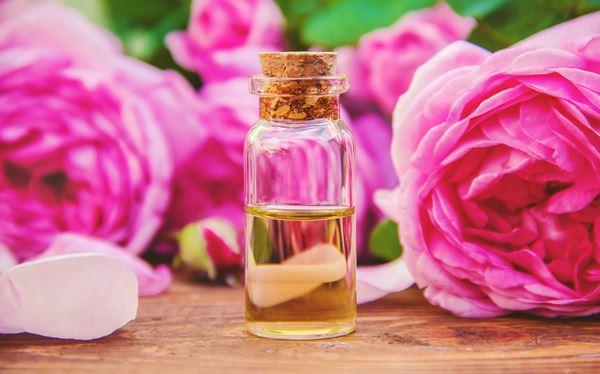 Massage:  Rosenöl Massage