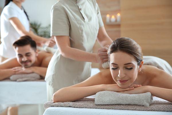 Massage: Massage Vinoble en couple aux sachets de pépins de raisin